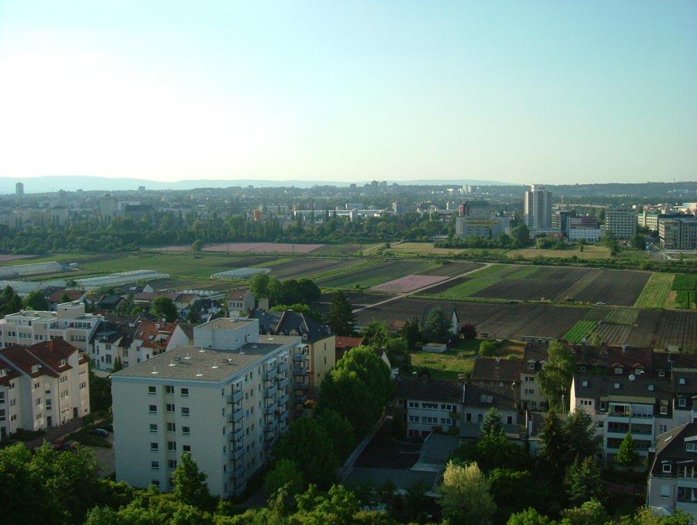 Wohnungsbau und Ackerflächen